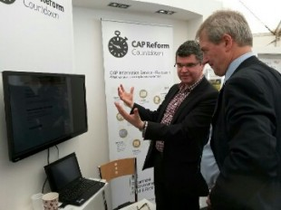 Environment Secretary, Owen Paterson, meets Jo Broomfield on the CAP Reform stand